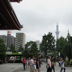 浅草寺から見るスカイツリー