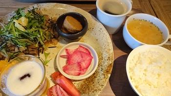 久しぶりランチ【蔵カフェ&マルシェ= ころも農園=】