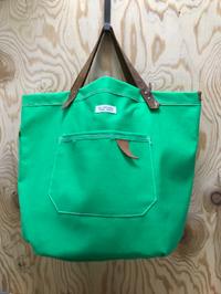 緑の帆布で、大きめトート