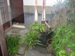 明楽時運の中庭