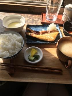 焼き鯖定食に卵かけ御飯