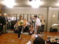 定年退職のお祝いにカメラマン現る! 2012/11/02 09:00:00