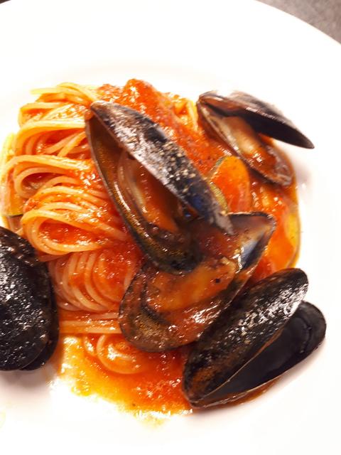 ランチはムール貝のトマトソースか冷製カルボナーラ