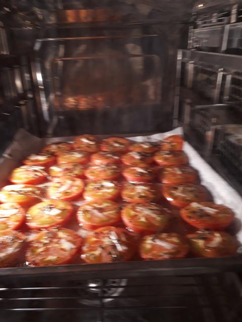 付け合わせのトマトです