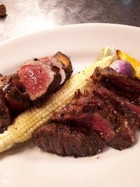 二種類のお肉を食べ比べ!