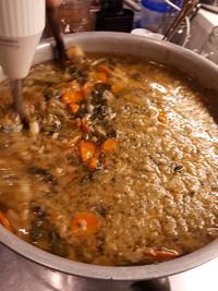 野菜沢山のスープを作ってます