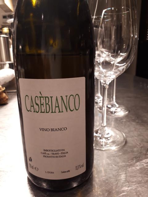 チャコールのワインはイタリアの自然派のものが充実