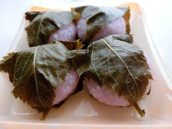 桜餅の葉っぱ 食べる?食べない?