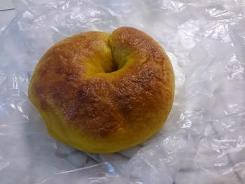 手作りアップルパイとベーグル