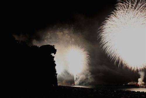 獅子岩と花火