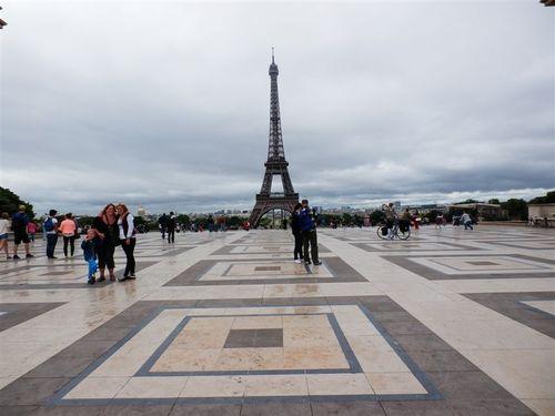 パリのシンボルに会えて感動!