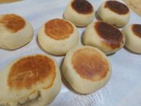 フライパンで発酵→焼き上げるあんぱん。大きなフォカッチャ。(簡単ふわもちぱん)