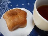 わんこフェイスのパン。チョコチップリング。