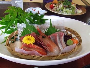 前芝館にて海鮮バーべキューの昼食(豊橋市)