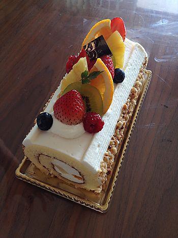 おうちで持ち寄りランチ❤手土産はベーレンさんのロールケーキ