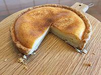 友達お手製チーズケーキ  cotahanaさんのカッティングボードに乗せて~~~♪