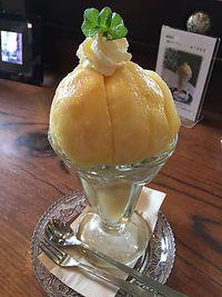 ジゅんベリーCafe(ジュンベリーカフェ)の桃のパフェ    豊田市