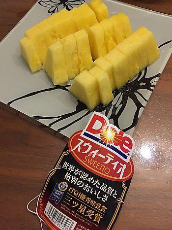 パイナップルで口の中がピリピリ~(ノ△・。)