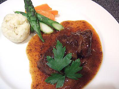 牛スネ肉の赤ワイン煮込みにチャレンジ