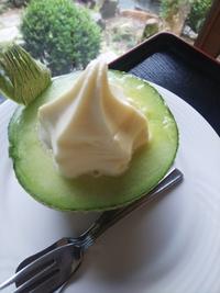 伊良湖名産 渥美メロンと北海道ソフトクリームのコラボデザート