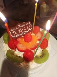 4才のお誕生日会 イチゴの生デコレーションケーキで御祝い