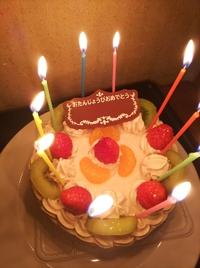 10歳のお誕生日会  大きなデコレーションケーキで     おめでとうございまーす!