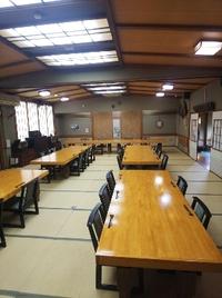 忘年会の幹事様へ 二階大宴会場は100名まで収容可能  上座 椅子席 舞台あり
