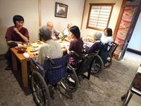 車椅子でそのままお食事可能です  椅子席で個室   豊田市・ほっとかんより