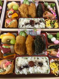 本日のお弁当は 竹炭入りのヒレカツ重
