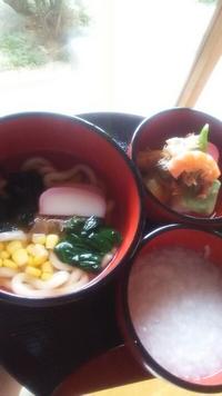 一歳のお祝い膳と一升餅  お庭の見える個室 鯉の部屋