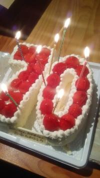 送迎バスで豊田市井上町より お祝いケーキと花束