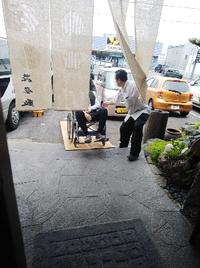 車椅子でそのままお食事のお部屋まで移動できます