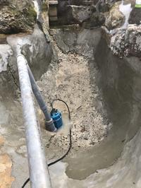 錦鯉池の漏水補修作業 途中報告