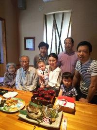 お食い初めの御祝い  ひ孫さんまで親子4代で御祝い