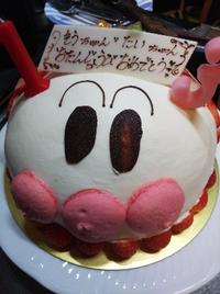 ご兄弟で同じお誕生日  アンパンマンの可愛いケーキでロウソクをふーっ!