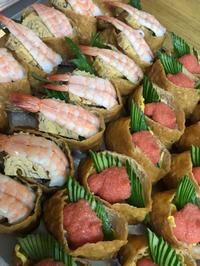 今日の特別内容は 手毬寿司と稲荷寿司のコンビ
