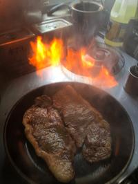 和牛ステーキ重の2段弁当