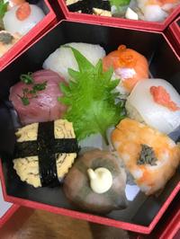 今日は 僕の得意な手毬寿司を大量に注文頂きました!