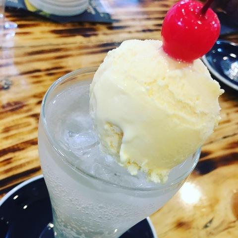 はっぴーの桃を使ったクリームソーダ♪