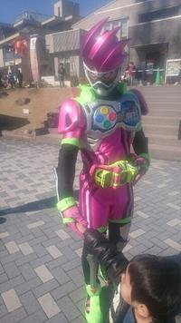 仮面ライダーショーに大興奮‼  豊田ハウジングにて。