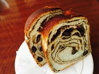 和を味わえる「黒糖黒豆パン」
