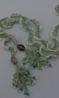 緑色のオガララ ラリエッタ