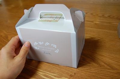 小さなケーキの箱