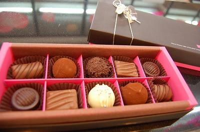フランス「ヴァローナ」のチョコを使ったトリュフです☆
