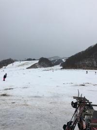雪不足にも負けずボードなぅ(*ˊૢᵕˋૢ*)