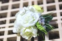 白い薔薇の天然石コサージュ♡