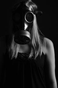 おまえの仮面の下の素顔は見抜かれてる。