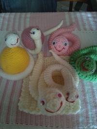 ヘビの編みぐるみ