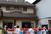 見学会!元気いっぱい!青木小学校2年生が丸加醸造場に遊びに、ではなく学びに来てくれました。