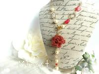 巻きバラとコットンパールのY字ネックレス